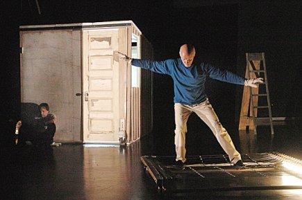 Critique – Cabane: la danse hybride des hommes-oiseaux