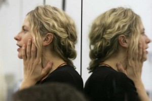 Tendre un miroir au public