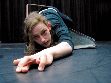 Danse – Mondes fourmillants et mondes écroulés / Annie Gagnon se penche sur le monde grouillant, à six pattes et à deux antennes, des insectes