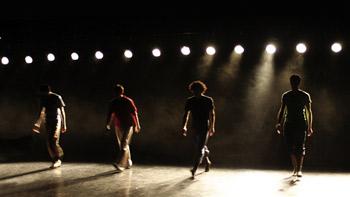 La troupe de danse Hofesh Shechter, avec Geneviève Guérard