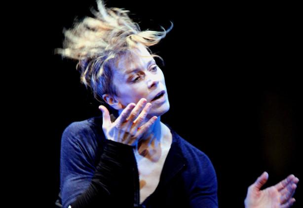 Huit questions un peu indiscrètes à Louise Lecavalier, par Catherine Genest, Voir