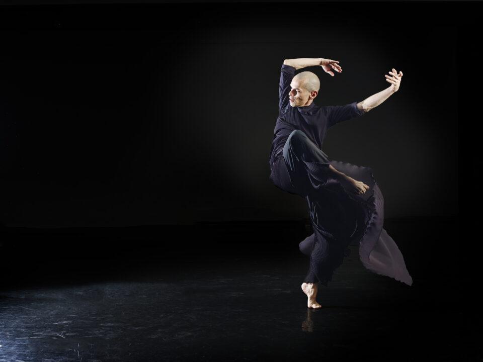 José Navas, le vieux monsieur qui danse par Daniel Côté, Le Quotidien