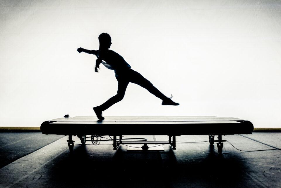 Tiré de la pièce Running Piece de Jacques Poulin-Denis / Sur la photo : Fabien Piché / Crédit : D. T. Skoltz