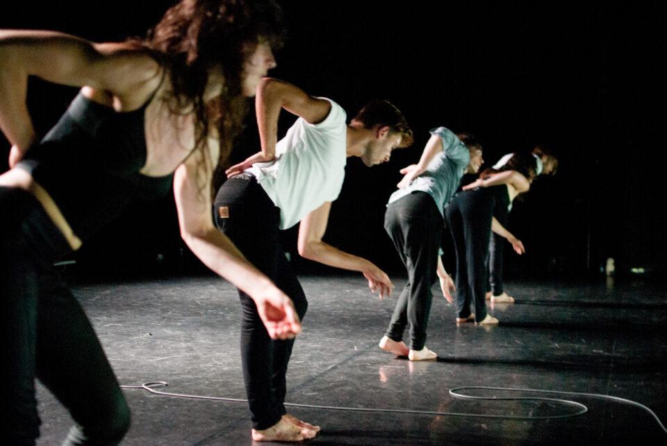Danse : The Black Piece un spectacle plongé dans le noir | Article | Ici Québec