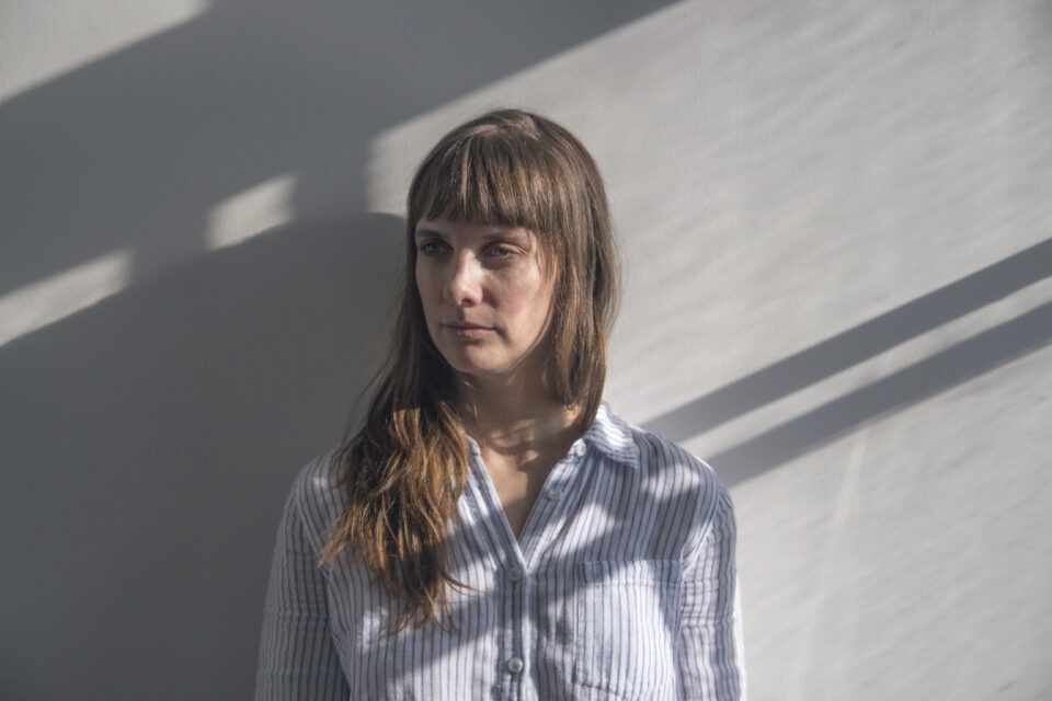 [BIO] Jessica Serli – Interprète – SUITES PERMÉABLES