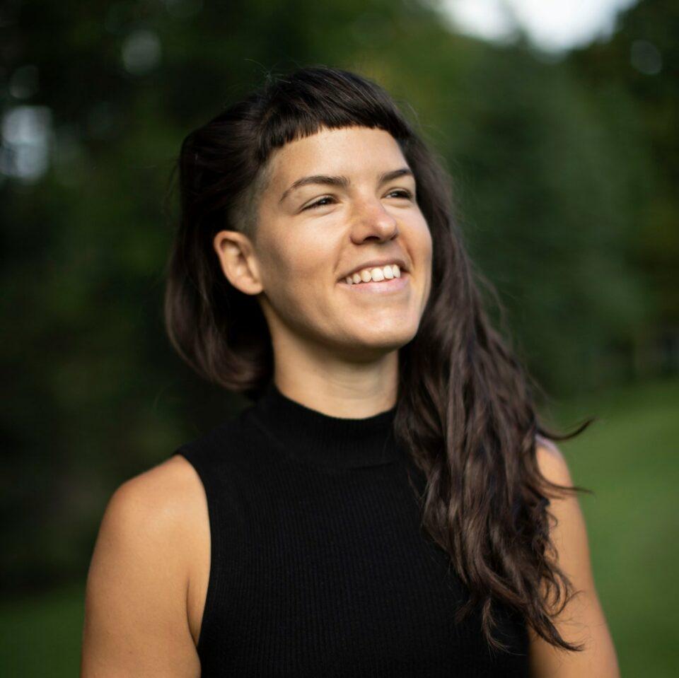 [BIO] Julia-Maude Cloutier – Chorégraphe et interprète – Une danse par cour